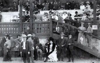 Трибуни другого львівського іподрому. Фото 1904 року. Автор: Марек Мюнц