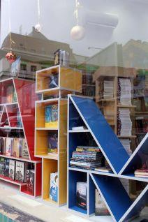 Вітрина магазину «Дім книги»