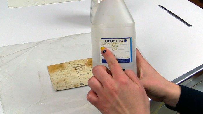 Знебарвлення плям плісняви та мікологічних ушкоджень розчином аміаку