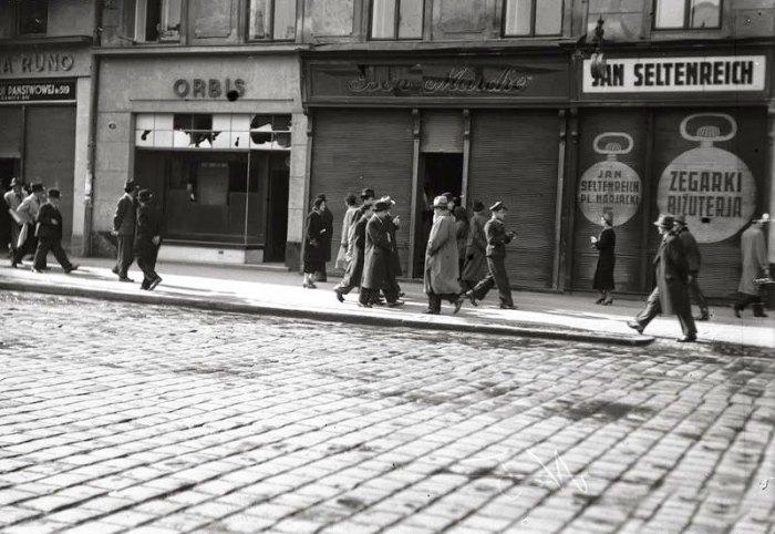 Побиті шибки на вулиці Городецькій (Городоцькій). Фото 14-17 квітня 1936 року
