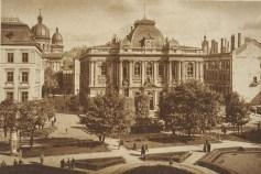 На фоні вцілілого Національного музею праворуч помітно знищений колишній дикастеріальний будинок. Фото 1941 року