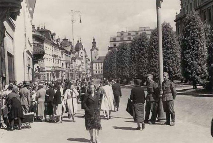 Вулиця Академічна (Академіштрассе) у час німецької окупації, фото 1941-1944 рр.