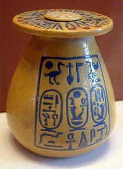 Фаянсовий глечик, що належав Аменхотепу III