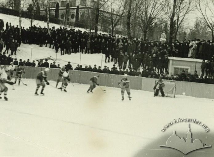 Імпровізована хокейна арена в Парку культури і відпочинку ім. Б. Хмельницького. Фото 1957-1962 рр.