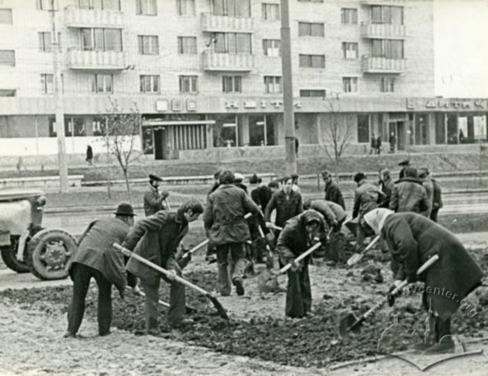 Роботи з впорядкування вулиці Артема (Володимира Великого). Фото 1970 року