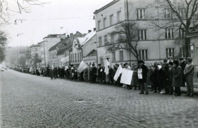 Живий ланцюг з нагоди річниці Акту злуки у Львові 1990