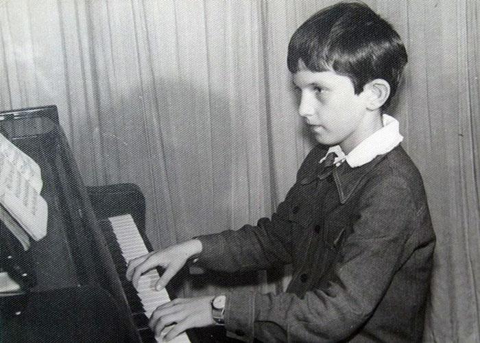 Фотографія з дошки пошани в музичній школі, 3 клас.