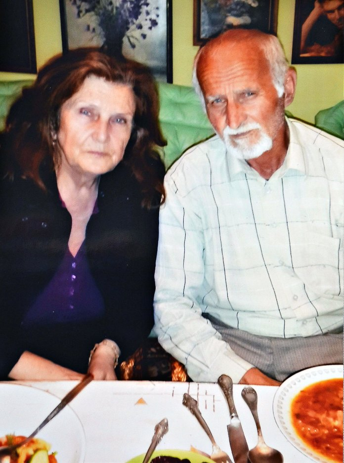 Батьки Андрія Кузьменка в Брюховичах. Фото з сімейного архіву
