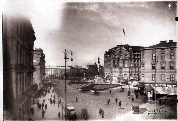Ліхтар на площі Міцкевича, фото кінець XIX ст