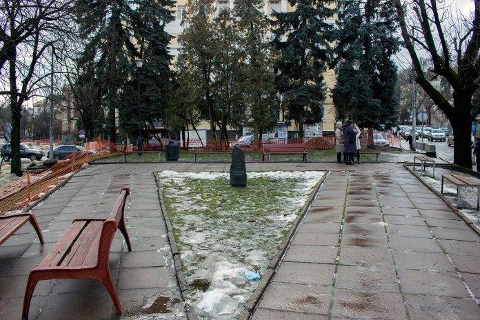 Пам'ятний камінь про спорудження пам'ятнику Володимиру Кубійовичу, 2016 рік