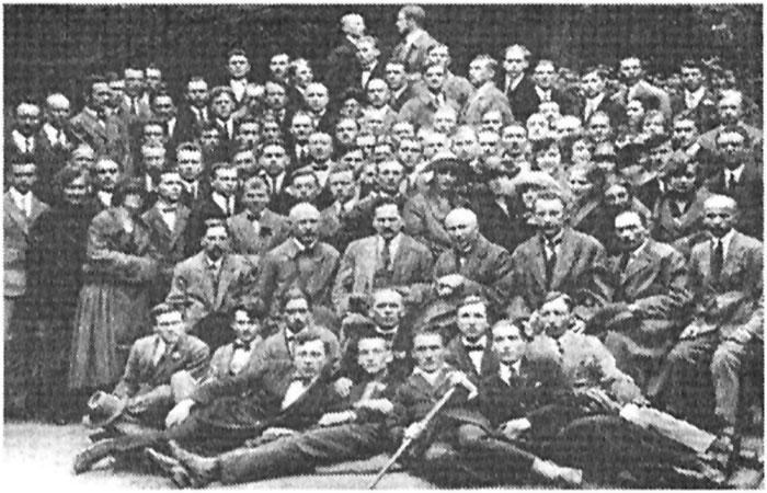 Студенти та викладачі Українського Таємного університету у Львові. Фото початку 1920-х рр.