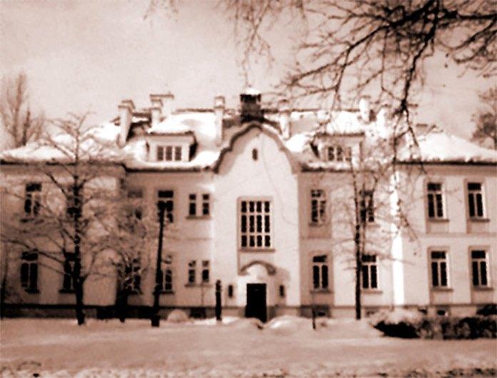 Один із корпусів закладу для душевно хворих на Кульпаркові, фото 1920-1930-х рр.