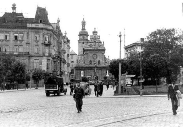 Бернардинський костел (тепер - церква Андрія) у Львові, фото початку XX ст.