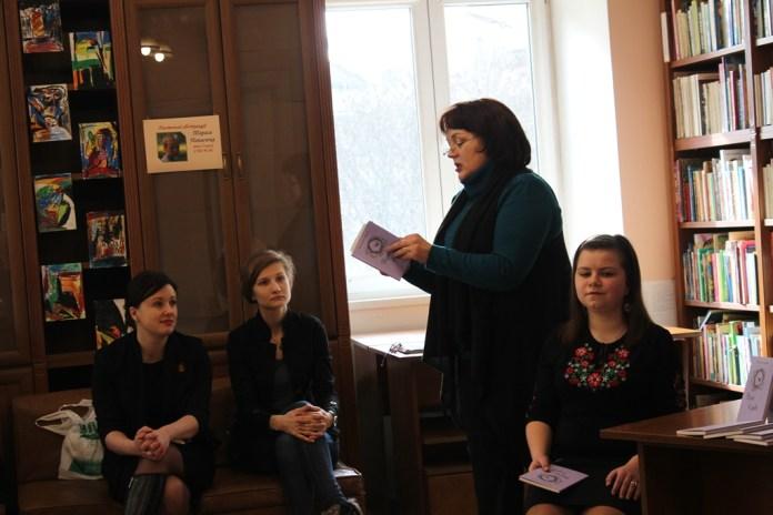"""Презентація поетичної збірки Вікторії Дудік """"Вірю у диво"""""""