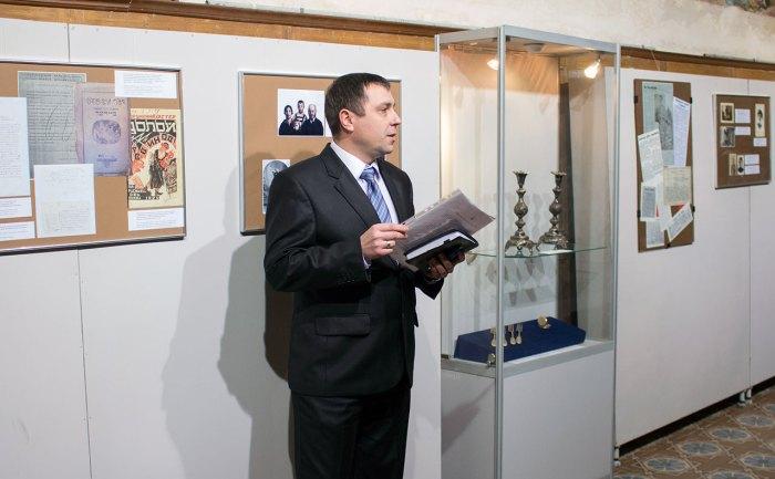Директор Львівського музею історії релігії Орест Малиць на відкритті виставки «Династія Медальє»