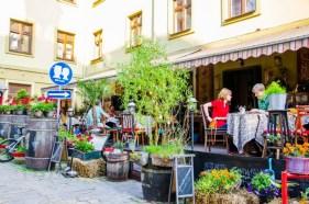 Місце для поцілунків напроти «Кафе №1», фото 2015 р.Наталії Бойченко з photo-lviv.in.ua