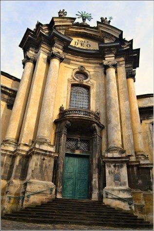 Церква Пресвятої Євхаристії на місці палацу короля Лева (фото Тетяна Жернова 2016р)