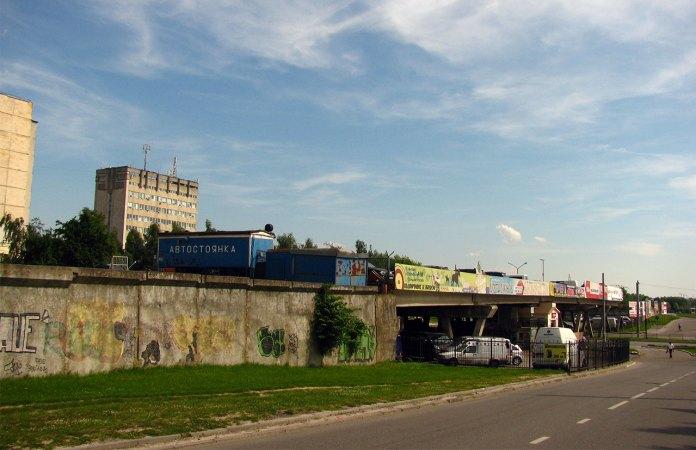 Незакінчена трамвайна лінія на перехресті вул. кн. Ольги та Наукової, фото 2013 року (фото взяте з :https://ru.wikipedia.org/)
