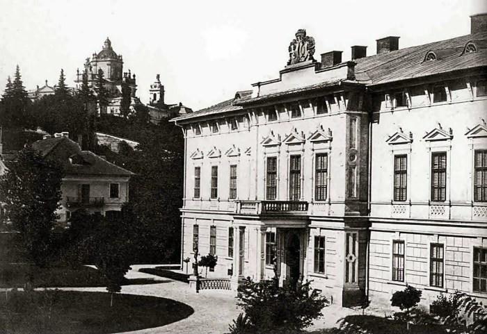 Палац Ґолуховських, позаду видно собор св. Юра. Фото 1860-х рр.