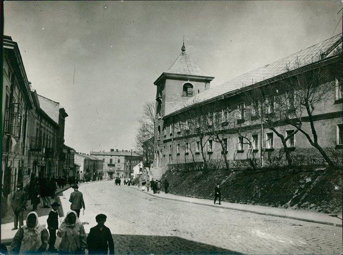 Монастир св. Онуфрія у Львові. Світлина 1915 року, автор Марек Мюнц