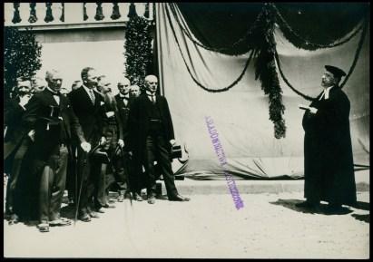 """Урочисте відкриття монументу американським літунам на """"Цвинтарі Орлят"""". Фото 1925 року"""