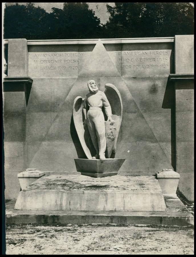 """Монумент американським літунам на """"Цвинтарі Орлят"""". Фото 1925 року"""