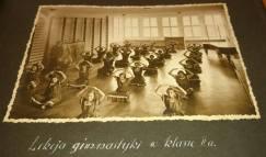Гімнастика в холі 3-го поверху навчального закладу Уршулянок. Фото 1932-1939 рр.