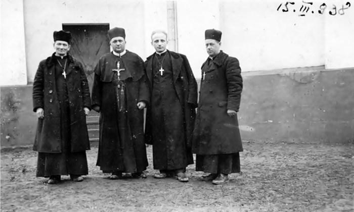 Блаженний Зенон Ковалик (другий зліва) під час місії, 1938 р. - https://picasaweb.google.com/116226675049743659000/IPlqwB#5560955224764702626