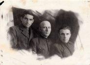 Зліва праворуч: Микола Дудич, П. Півчук, Іван Хандон. Пос. Ангарське, 1951 р.