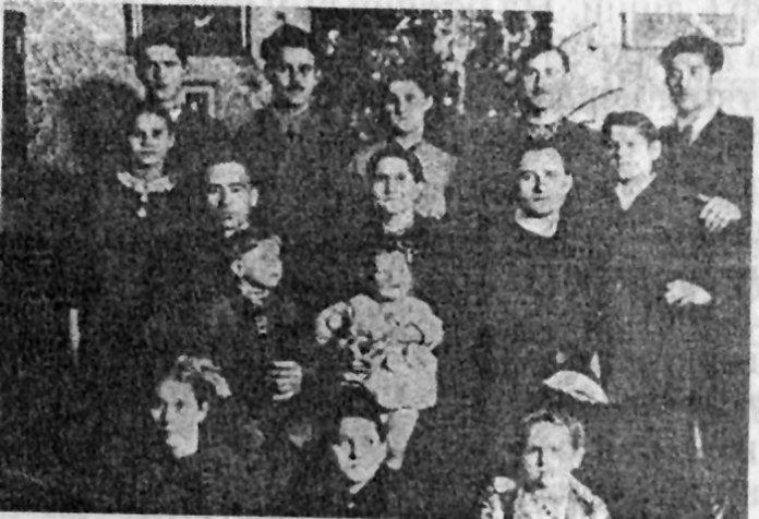 Семінарист Богдан Курилас із родиною, 1930-ті рр