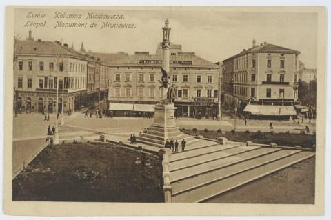 Пам'ятник Міцкевичу після впорядкування території навколо нього. Фото 1912 року