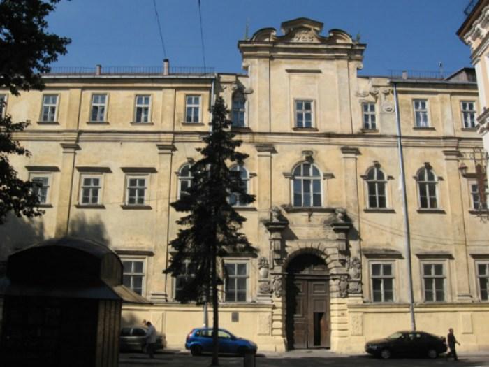 Колегіум єзуїтів у Львові. Фото з www.wikiwand.com