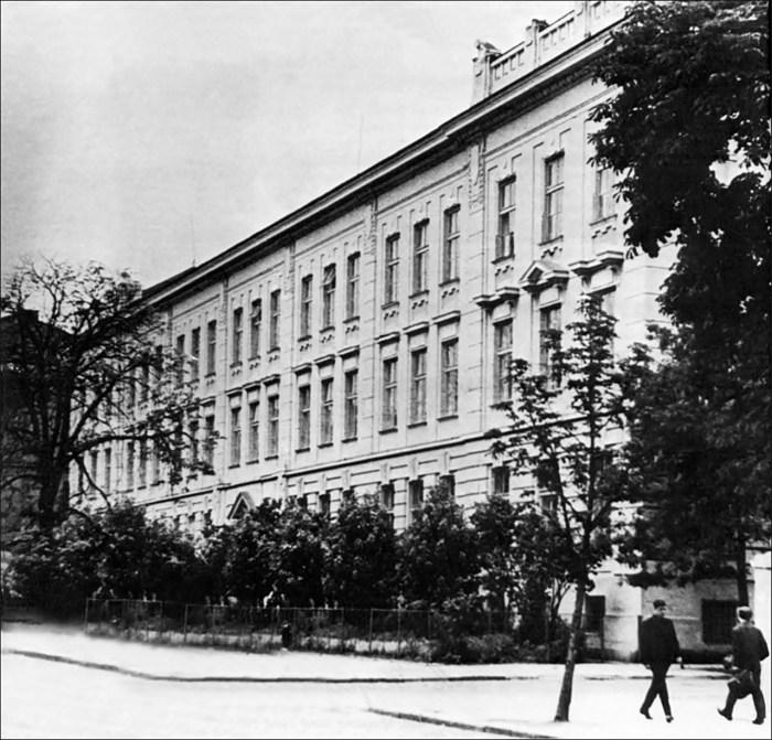 Львівська академічна гімназія. Фото: http://www.history.org.ua/?termin=Akademichna_himnaziia
