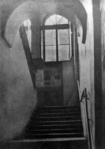 Данило Фіґоль. Світає… в «Просвіті», 1932 р. Світлина була представлена на міжнародній виставці у Чикаго, США 1933 р. (Світло й Тінь. – 1935. – Ч. 4)