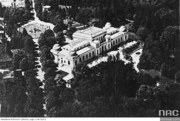Палац мистецтв в Стрийському парку, поруч котрого сталась перша летальна авіакатастрофа в історії Львова