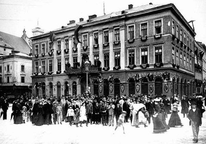 Оригінальний будинок на пл. Марійській, 9 (пл.Міцкевича, 9)