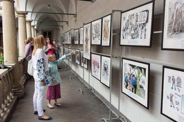 Експозиція виставки політичної карикатури