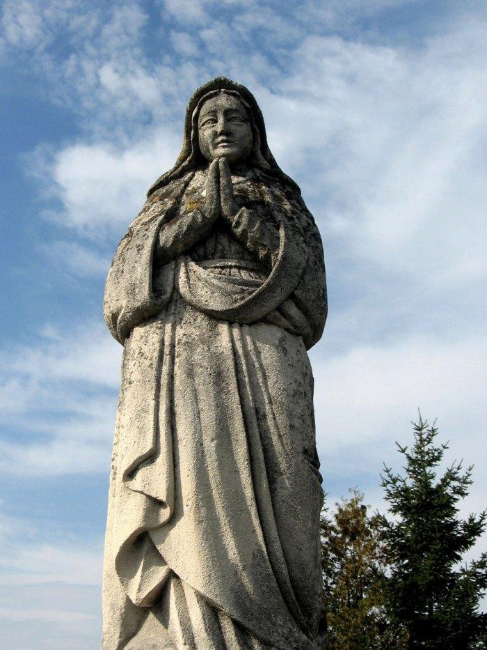 Фігура, що з прадавніх часів зазначала межі землеволодінь символізуючи Божу опіку над землями де вона були встановлена