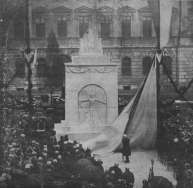Пам'тник Орлятам в дворі Львівської Політехніки. Фото 1920-х рр.