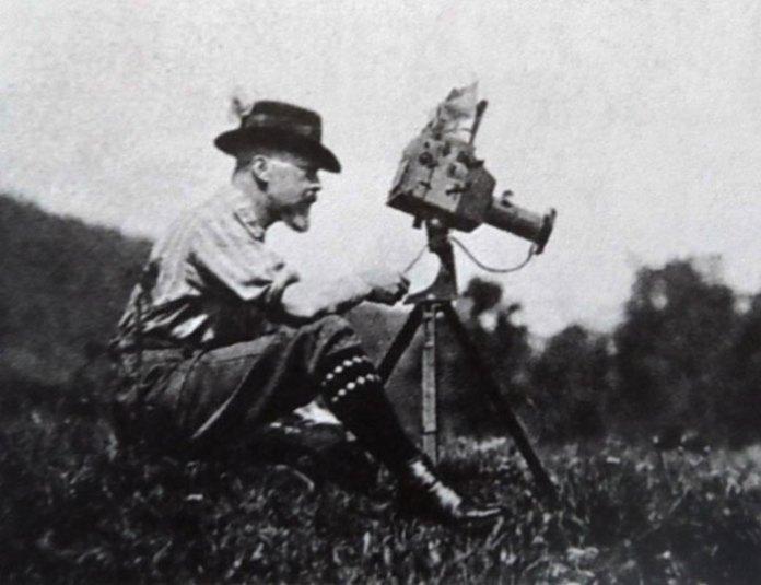 Генрик Міколаш за роботою, 1910 рік