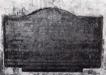 Пам'ятна таблиця фундації костелу, фото 2001 р.