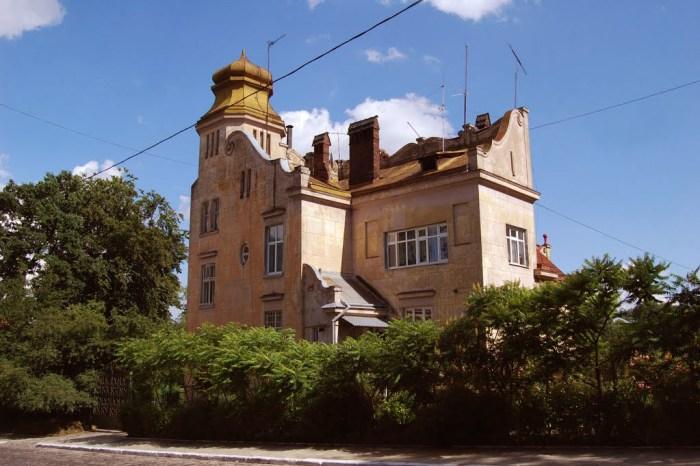 Будинок на вул. Івана Франка, №127 – власна вілла фотографа, тут також було його фотоательє