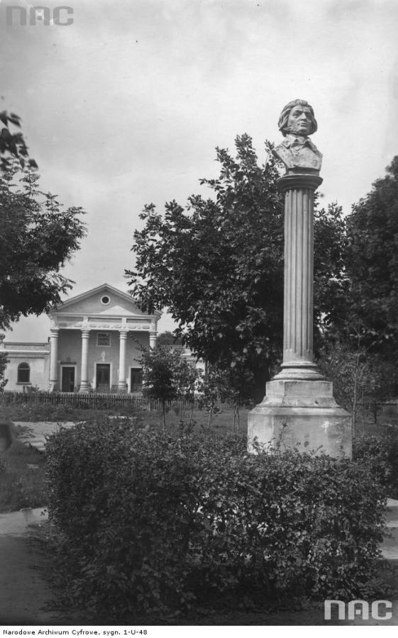 Пам'ятник А.Міцкевичу в Белзі. Фото 1920-1939 рр.
