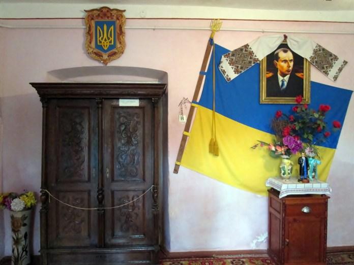 Перша кімната Садиби-музею Степана Бандери у Волі-Задеревацькій. Фото: Патер Анастасії