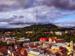 Панорама Львова на фоні Високого замку