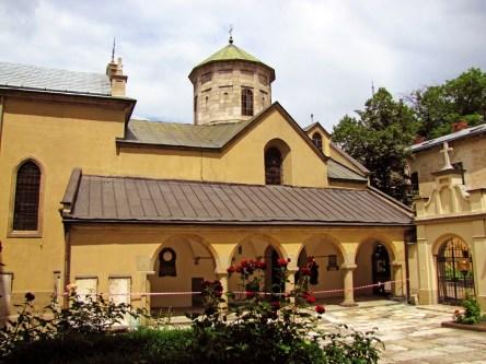 Дворик Вірменської церкви