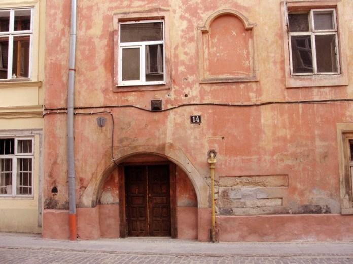 Будівля №14 на вул. Лесі Українки – саме тут колись був вірменський християнський банк-ломбард «Монс піус»