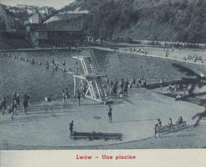 """Басейн """"Динамо"""", на місці котрого в 19 ст. виникла одна із перших купалень """"Залізна Вода"""". Фото 1936 року"""