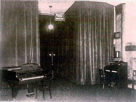 Всередині студії Польського радіо у Львові. 1930-ті
