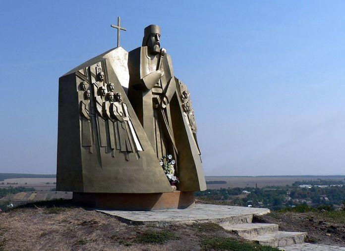 Пам'ятник Сагайдачному у Хотині. Фото з ftpmirror.your.org